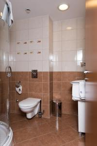 A bathroom at Hotel Breitenlee
