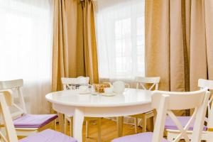 A restaurant or other place to eat at Zvenigorod cottage Suponevo