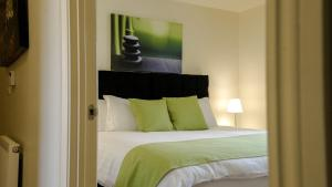 A bed or beds in a room at UR City Pad - Regent Wharf