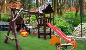 Plac zabaw dla dzieci w obiekcie KRISTINA Willa & Spa
