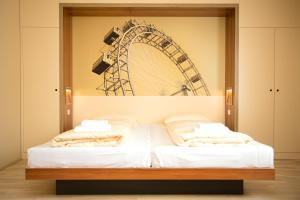 A bed or beds in a room at JUFA Hotel Wien