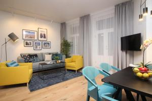 A seating area at Tallinn City Apartments Old Town Suites