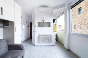 A kitchen or kitchenette at Studio Flat Ponte Vecchio