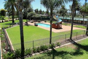 A view of the pool at Motel Riverina or nearby
