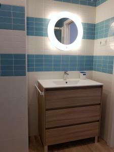 A bathroom at Avenida De America Tijcal