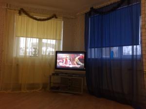 """Телевизор и/или развлекательный центр в """"ТРИ ДИВАНА"""""""