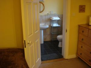 A bathroom at Glendine Irish Home B&B