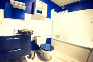 A bathroom at Le Vendôme Superdole