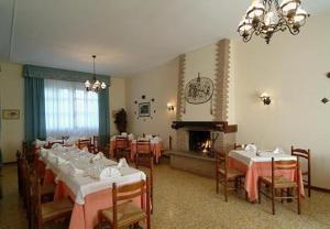 A restaurant or other place to eat at Hotel Al Castello