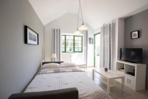 Een bed of bedden in een kamer bij Bungalow Serenity Maspalomas