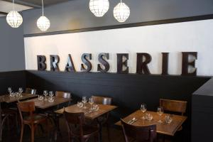 Um restaurante ou outro lugar para comer em Ibis Paris Tour Eiffel Cambronne 15ème