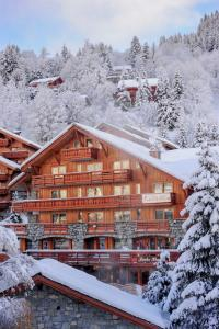 Hotel Le Tremplin during the winter