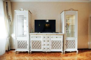 A television and/or entertainment center at Centreville Apartments