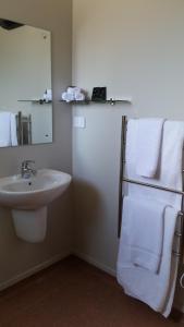 A bathroom at Fairlie Holiday Park