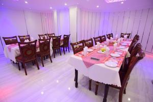 مطعم أو مكان آخر لتناول الطعام في Al Hedayet Intl Hotel