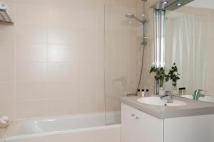 A bathroom at Residhome Marseille Saint-Charles