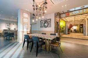 A restaurant or other place to eat at Gold3 Boutique Hotel