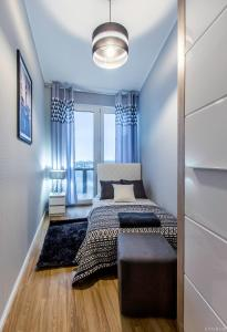 A bed or beds in a room at ClickTheFlat Tamka Street Apart Rooms