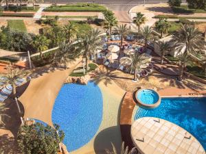 A view of the pool at Yas Island Rotana Abu Dhabi or nearby