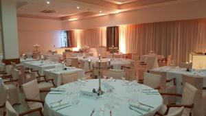 A restaurant or other place to eat at Hotel Pula