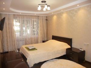 Кровать или кровати в номере Apartment on Roz 50