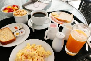 Breakfast options available to guests at Hotel Solec
