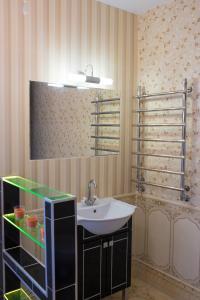 A bathroom at Квартира люкс