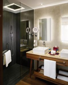 A bathroom at The Fives Downtown Hotel & Residences, Curio Collection by Hilton