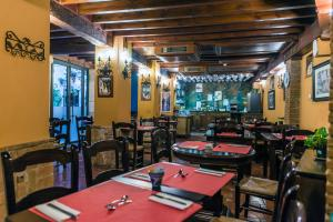 A restaurant or other place to eat at Hotel Posada del Toro