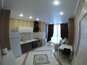 Кухня или мини-кухня в Апарт отель на Куйбышева