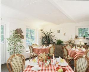 Ein Restaurant oder anderes Speiselokal in der Unterkunft Landguthotel Hotel-Pension Sperlingshof