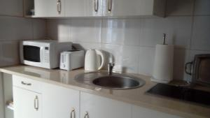 A kitchen or kitchenette at Apartament MARIA