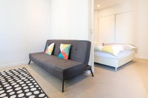 A seating area at ON CLOUD9Melbourne CBD Modern 1BR - MY80