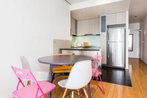 A kitchen or kitchenette at Location & Luxury in Central of Melbourne - 1207