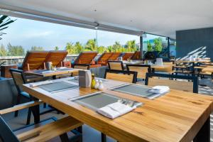 A restaurant or other place to eat at Kamala Resotel