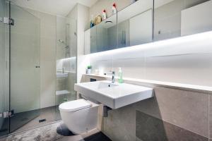 A bathroom at The Prestige 2BD Melbourne CBD