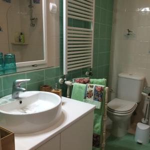A bathroom at Casal das Oliveiras - Um alojamento de luxo