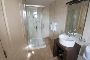 A bathroom at Connemara Lake Hotel