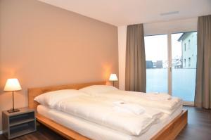 سرير أو أسرّة في غرفة في شقة روغينبارك 1 - غريوارينت إيه جي