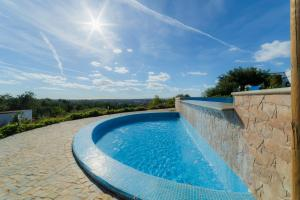 The swimming pool at or near Casas de Campo em Estoi by Garvetur