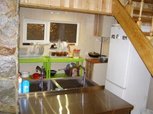 A kitchen or kitchenette at Sadyba Ivasuka