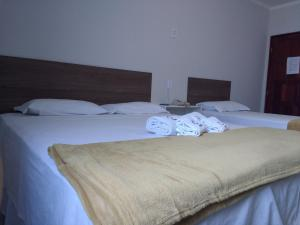 A bed or beds in a room at Pousada da Pedra