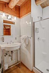 A bathroom at Colter Bay Village