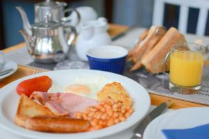 Breakfast options available to guests at Blue Palms