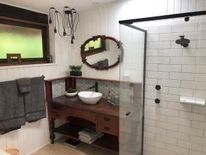 A bathroom at Hinterland Hideaway