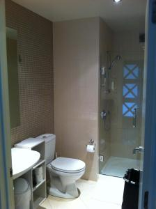 A bathroom at Parnell one bedroom with ensuite