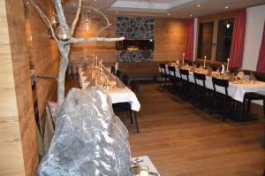 A restaurant or other place to eat at Hotel Edelweiss