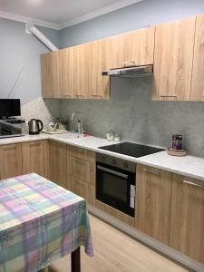 Кухня или мини-кухня в Апартаменты на Ленина 130