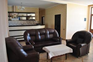 Uma área de estar em Seki Qonaq Evi