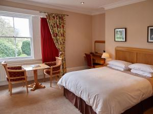 A bed or beds in a room at Hundith Hill Hotel